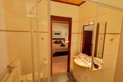 Ground Floor Family Suite Bathroom