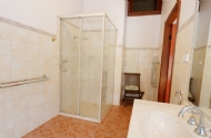 Twin/queen/triple room ensuite bathroom