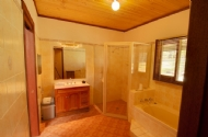 Ground floor lodge bathroom